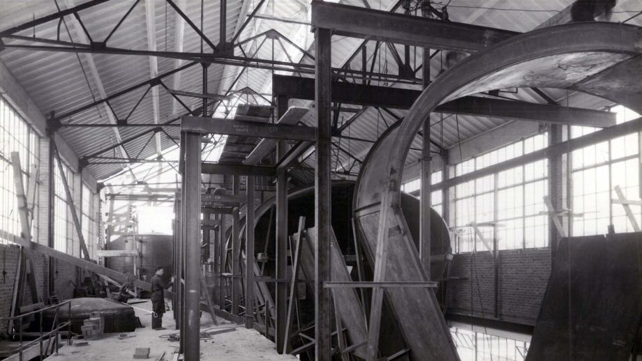 Interior of dry soap building at Lever Bros Balmain Works, Sam Hood, no date. Noel Butlin Archives Centre, N163-15-266, Unilever (Australia) Pty Ltd deposit.